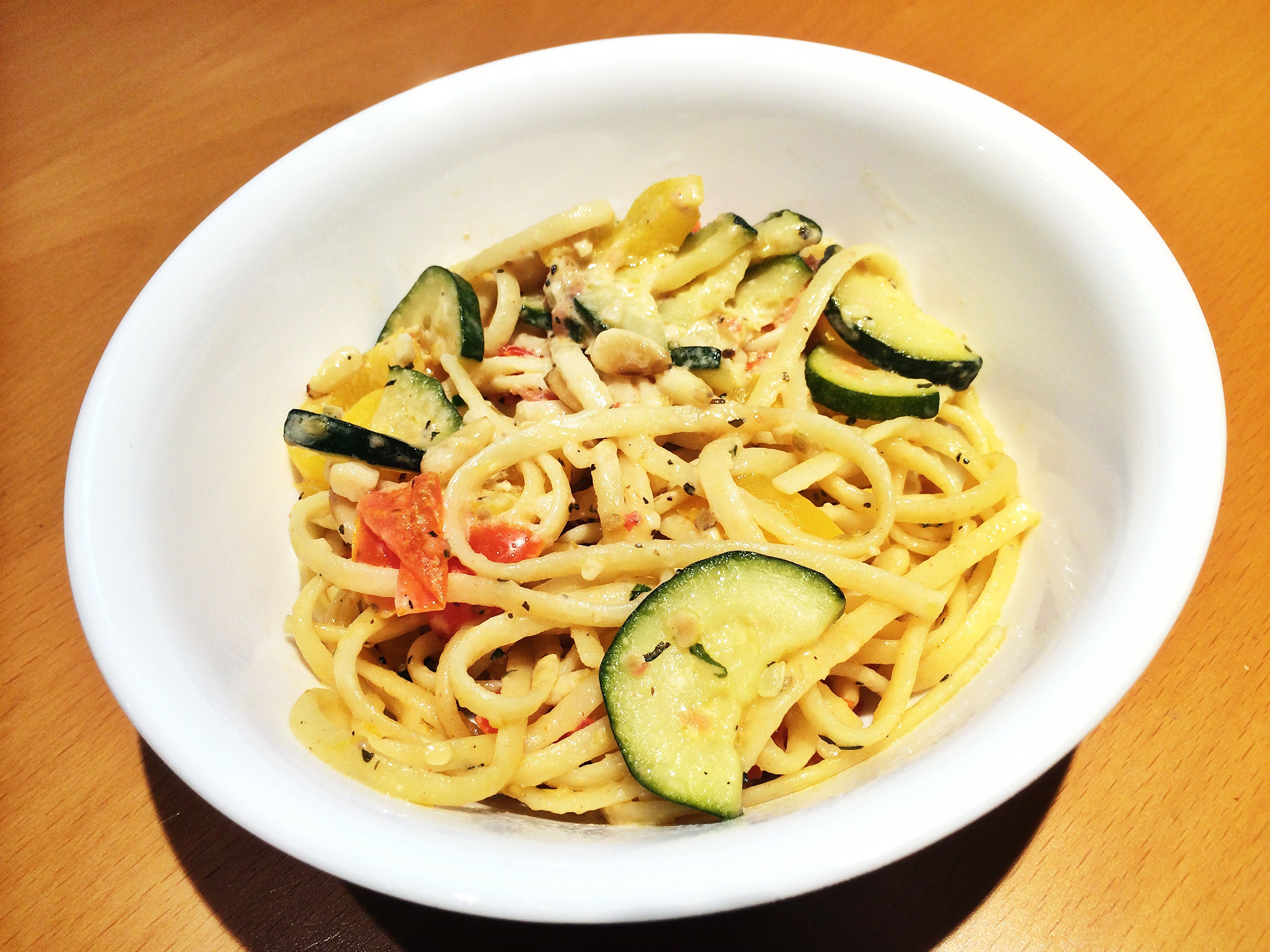 A bowl of veggie pasta